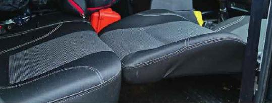 Особенность. Салон раскладывается, но форма переднего сиденья такова, что для комфортного отдыха придется что-нибудь подложить.