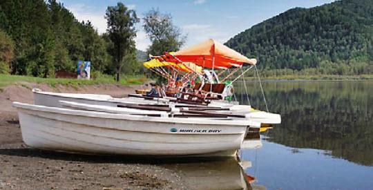 Манжерок - это озеро и одноименная деревушка на его берегу