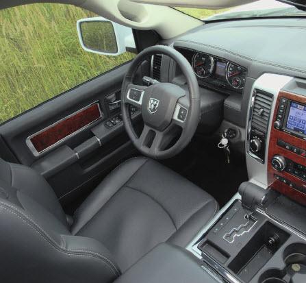 Джентльменский набор. Кожа, хром и дерево - непременные атрибуты отделки салона любого американского автомобиля, претендующего на комфорт.