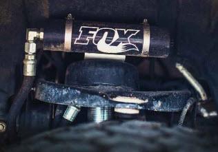 Без топовых амортизаторов Fox облик машины вряд ли был бы настолько гармоничным.