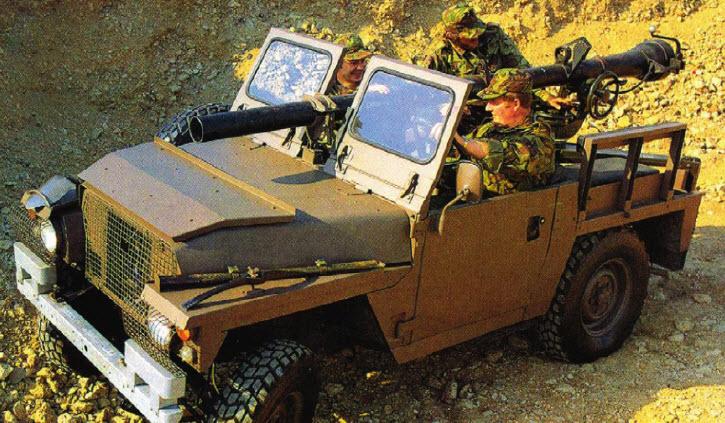 Land Rover Lightweight 1980 года, вооруженный L406-миллиметровым безоткатным орудием.