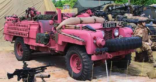 «Розовая пантера». Столь странный на первый взгляд окрас патрульных Land Rover отлично маскировал во время закатов и восходов в пустыне.
