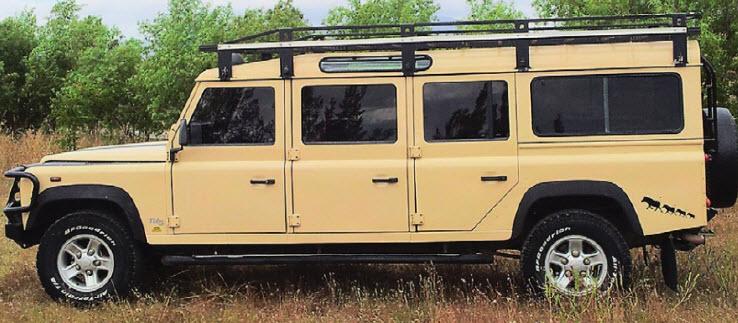 Для туристов. Такой шестидверный Defender 147 собирают на заказ в ЮАР специально для туроператоров. Оснащается он только дизелями.