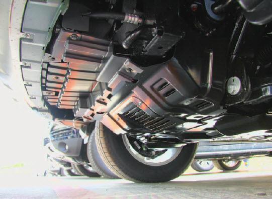 Это, конечно, не силовая защита, но от грязи мотор прикрыт хорошо.